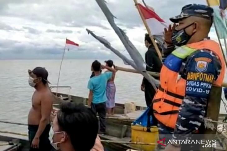 Ratusan nelayan di teritorial Lanal TBA hentikan aktivitas saat detik Proklamasi