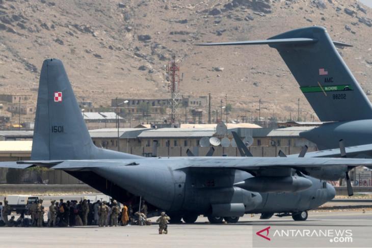 Pesepak bola Afghanistan tewas jatuh dari pesawat AS di Kabul