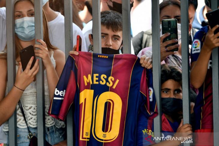Barcelona wariskan nomor 10 Lionel Messi kepada Philippe Coutinho