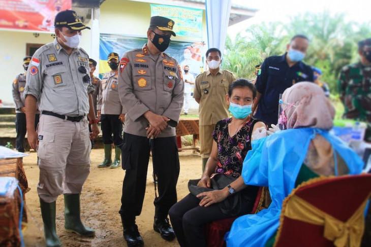 Warga Suku Anak Dalam di perbatasan Muba-Jambi jalani vaksinasi