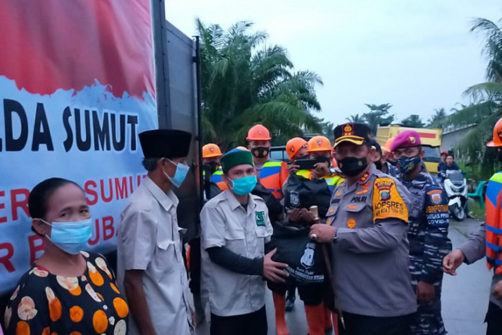 Kapolda Sumut bantu sembako  kepada korban banjir di Batubara