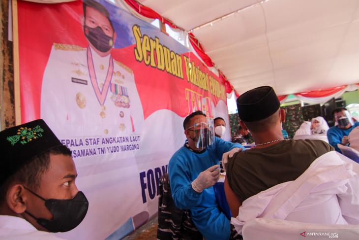 Serbuan vaksinasi TNI AL sasar 1.125 santri Situbondo