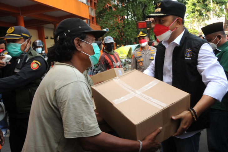 Wali Kota Surabaya bergerak serentak bagikan sembako ke warga terdampak COVID-19