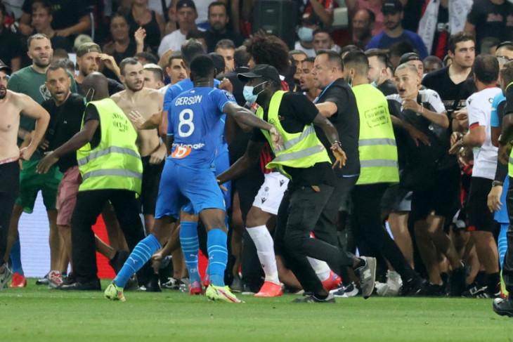 Laga Nice vs Marseille dihentikan