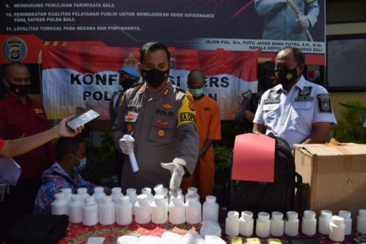 Polisi bekuk pengedar puluhan ribu pil koplo lintas provinsi di Bali (video)