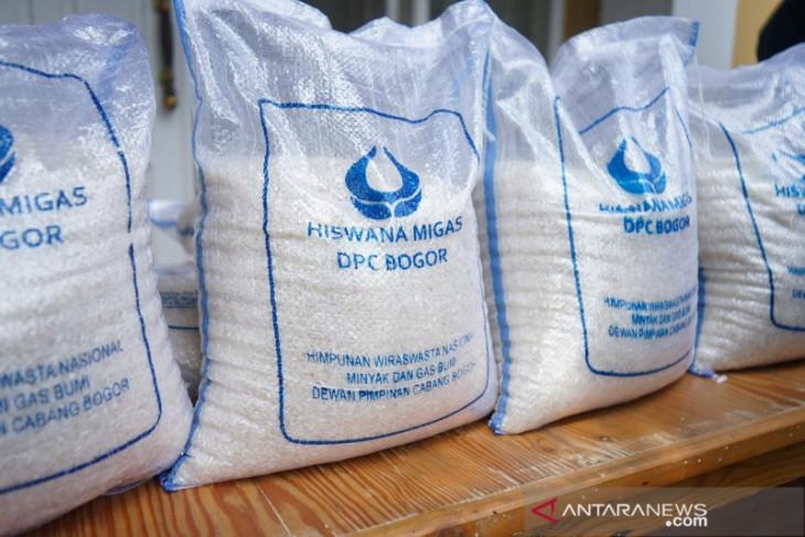 Hiswana Migas Kota Bogor bagikan 1,5 ton beras untuk warga