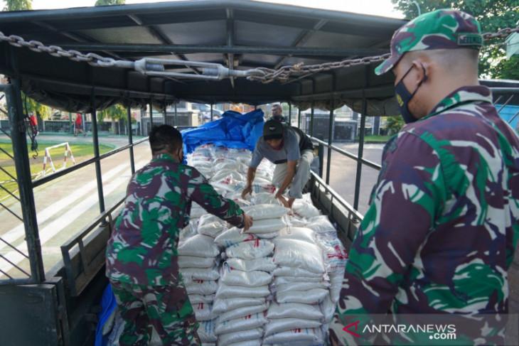 Korem 042/Gapu menyalurkan 20 ton beras bantuan Pangdam II/Sriwijaya