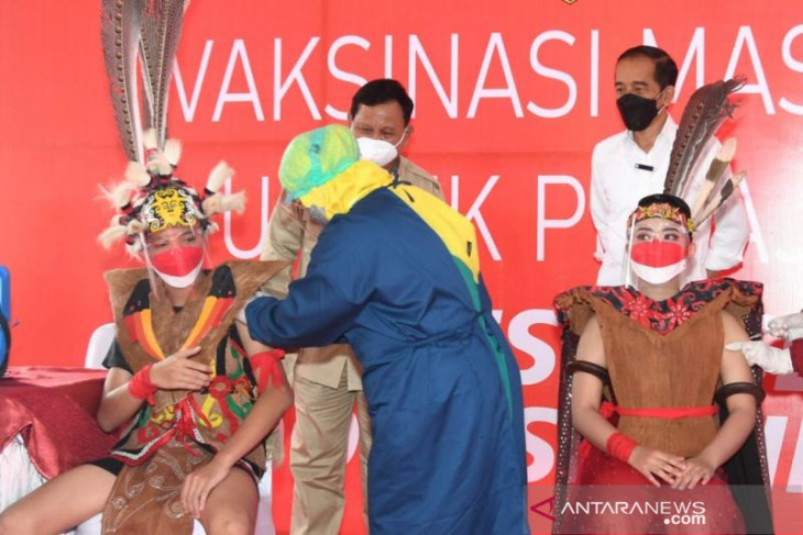 Presiden Jokowi saksikan Vaksinasi massal pelajar Samarinda