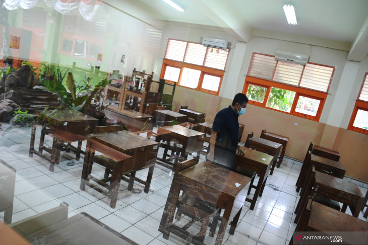 Jakarta governor allows schools to start face-to-face learning