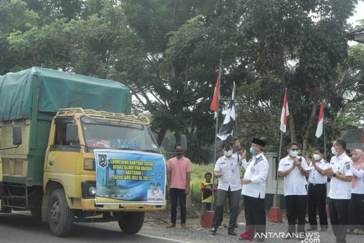 Bupati HSS launching bansos Rastrada dan serahkan bantuan COVID-19