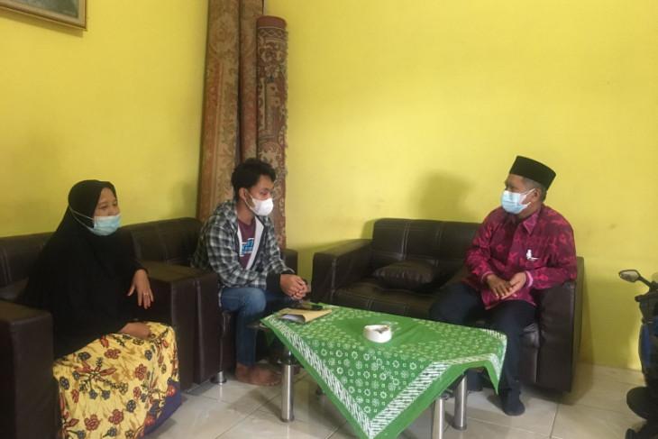 Prof Udiansyah bangkitkan asa anak yatim korban COVID tetap kuliah