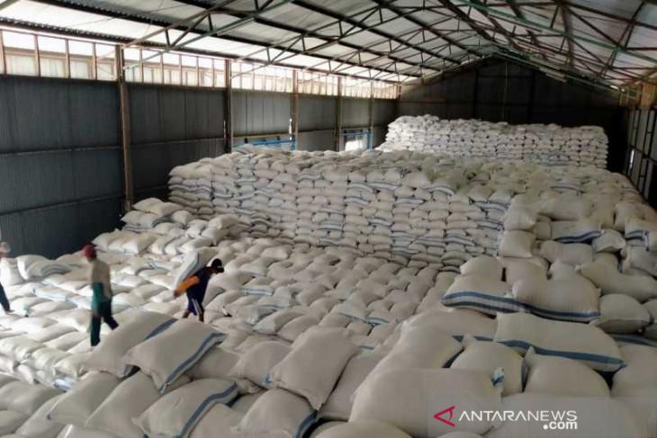 Stok beras di Bulog Putussibau masih 242,6 ton