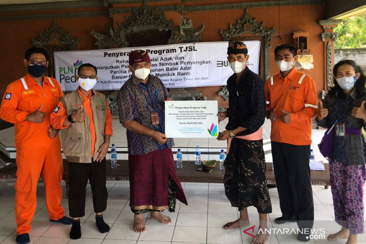 PLN UPT Bali rehabilitasi Balai Adat di Melaya-Jembrana