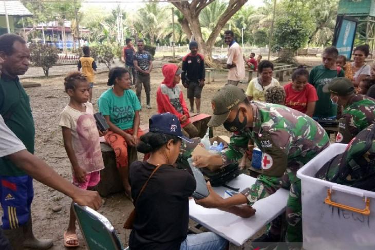 TNI berikan layanan kesehatan gratis warga di perbatasan