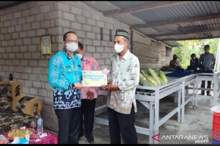 Pemkab Bangka Tengah salurkan bantuan alat peningkatan mutu pertanian