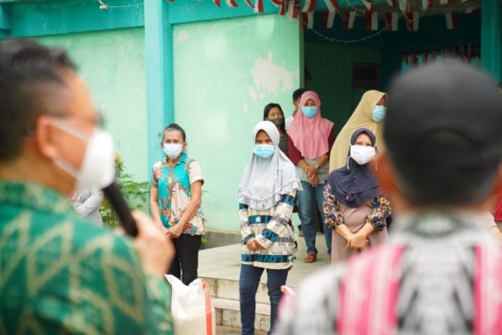 Pemerintah Kota Pontianak salurkan bantuan beras kepada warga rusunawa
