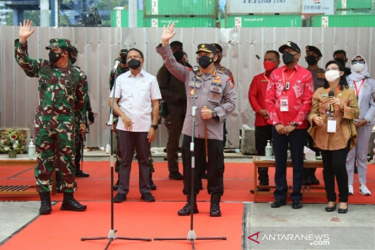 Panglima TNI dan Kapolri tinjau isoter KM Tidar di Jayapura