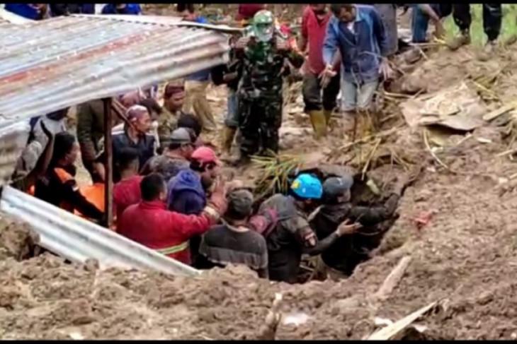 Lima meninggal tertimbun longsor di Karo, Pemprov Sumut bantu evakuasi korban
