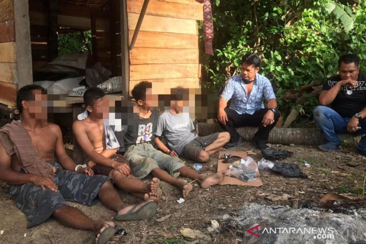 Transaksi di pondok, empat pengedar narkoba dari Pemangkih ditangkap beserta barbuk 35 paket sabu