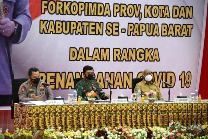Kapolri gunakan pendekatan kearifan lokal ajak masyarakat Papua Isoter
