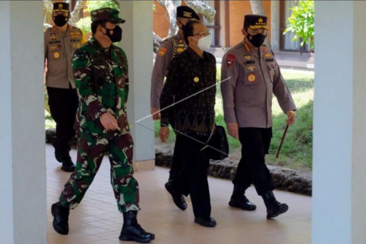 Panglima TNI dan Kapolri tinjau tempat isoter