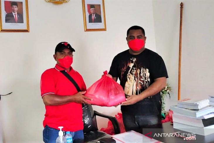 Fraksi PDIP DPRD Maluku bantu kader terdampak COVID-19 wujud kepedulian sosial