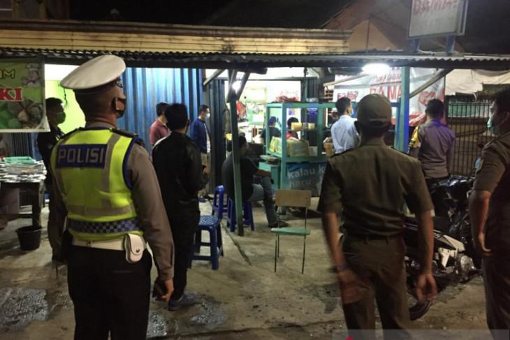 Polisi Resor Bangka Barat giatkan patroli malam hari kawal aturan PPKM