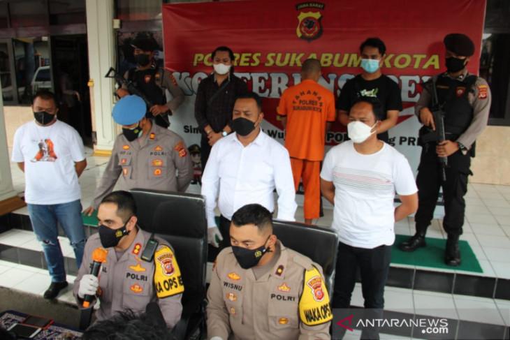 Empat buruh lakukan pemerasan mengaku polisi akhirnya dibekuk Polres Sukabumi