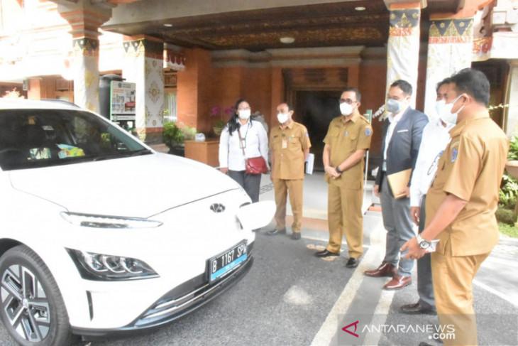 PLN perkenalkan inovasi mobil listrik kepada Pemkot Denpasar