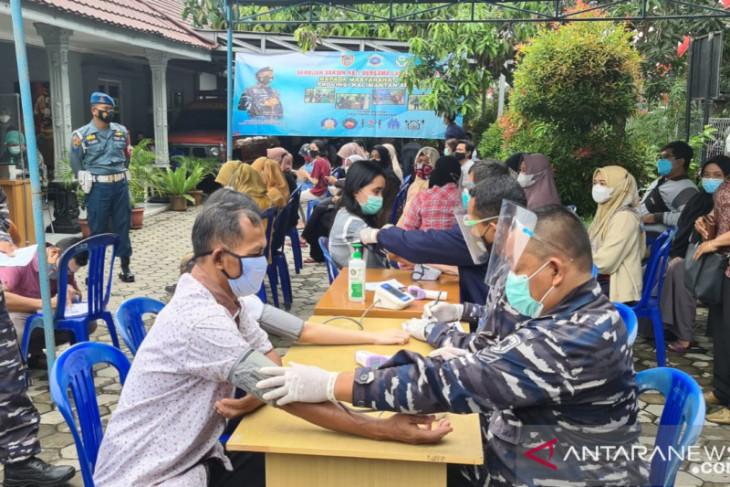 Navy vaccinates 10,327 South Kalimantan coastal residents
