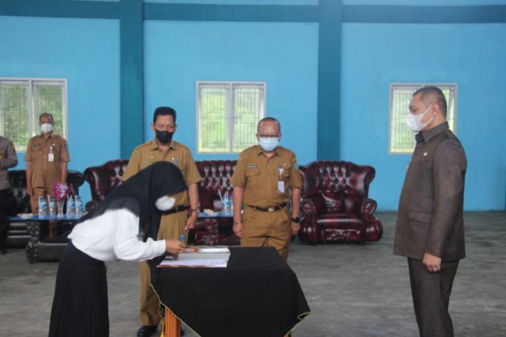 Bupati Paser lantik anggota BPD tiga desa di Long Ikis