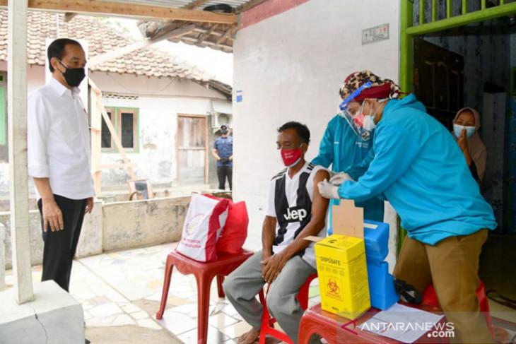Presiden Jokowi apresiasi vaksinasi sebagai syarat ujian dan masuk pesantren