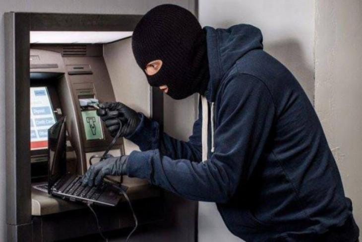 Uang ratusan juta di ATM digasak pencuri