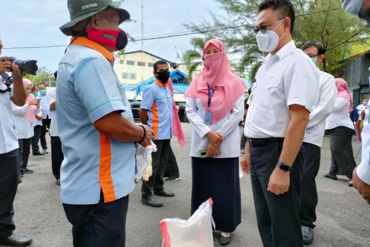 Pemkot Pontianak beri bantuan beras kepada gepeng dan petugas kebersihan
