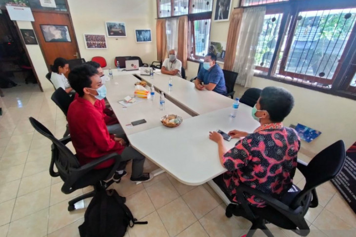 Mahasiswa ISI Denpasar-Bali kunjungi kantor biro LKBN ANTARA Bali