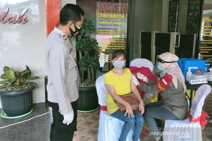 Ribuan warga ikuti vaksinasi Polres Rejang Lebong