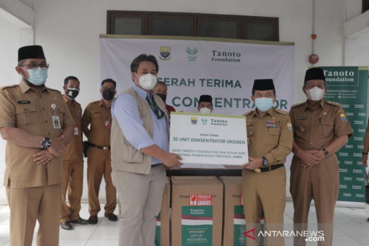 Gubernur Jambi menerima bantuan 30 unit oksigen konsentrator