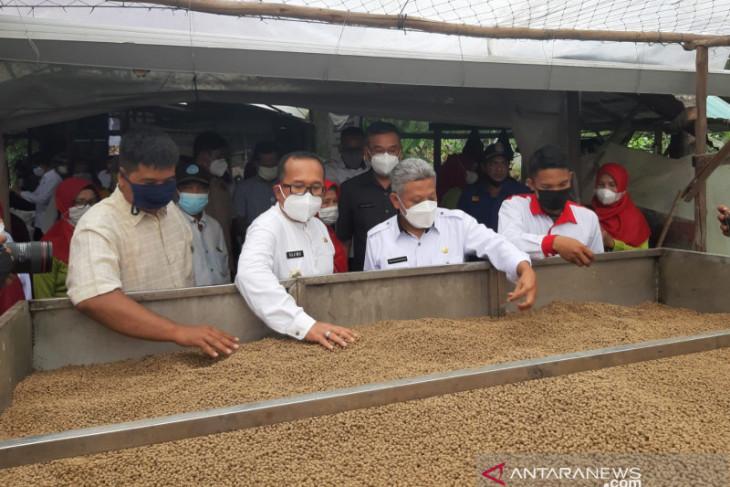 Bupati Muda luncurkan pakan ikan produksi BUMDes Jeruju