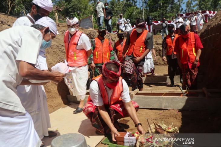 Bupati Karangasem letakkan batu pertama pembangunan SMPN 6 Abang