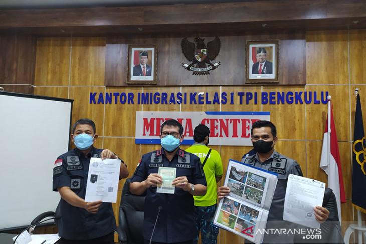 Kantor Imigrasi Bengkulu deportasi WNA asal Pakistan