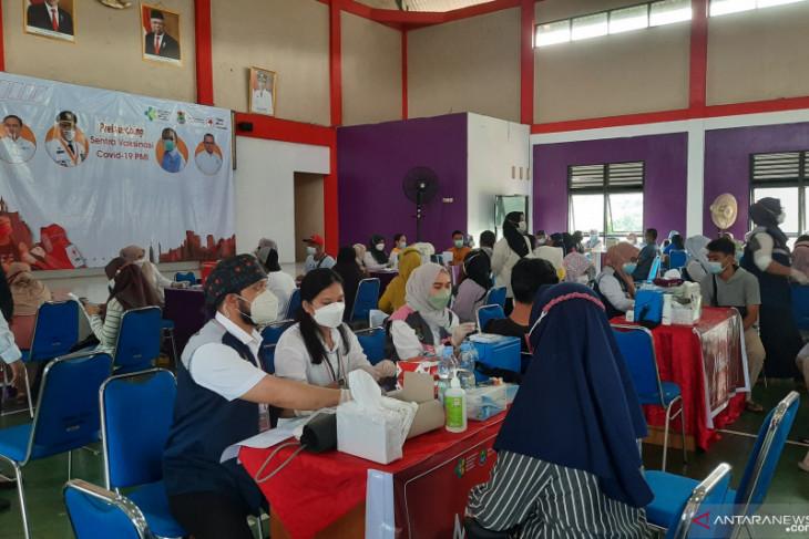 Sebanyak  2.400 orang mengikuti vaksin di PMI Tangerang