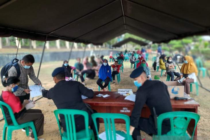 Brimob Polda Jambi menyediakan vaksin untuk warga Muaro Jambi