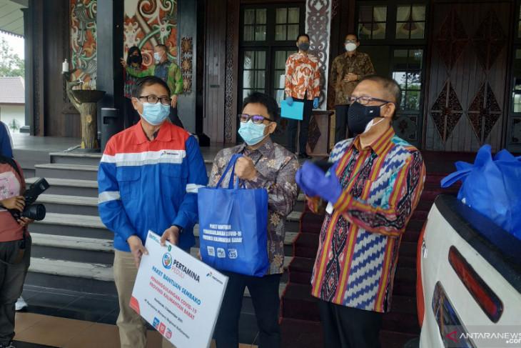 Pertamina berikan bantuan paket sembako untuk warga Kalbar