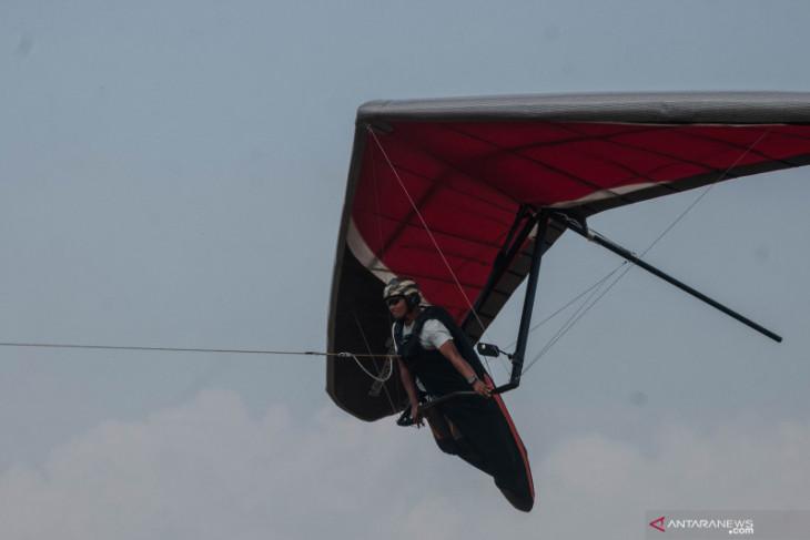 Aji Enoh serta tim gantole Banten terbang ke Papua dan siap raih emas