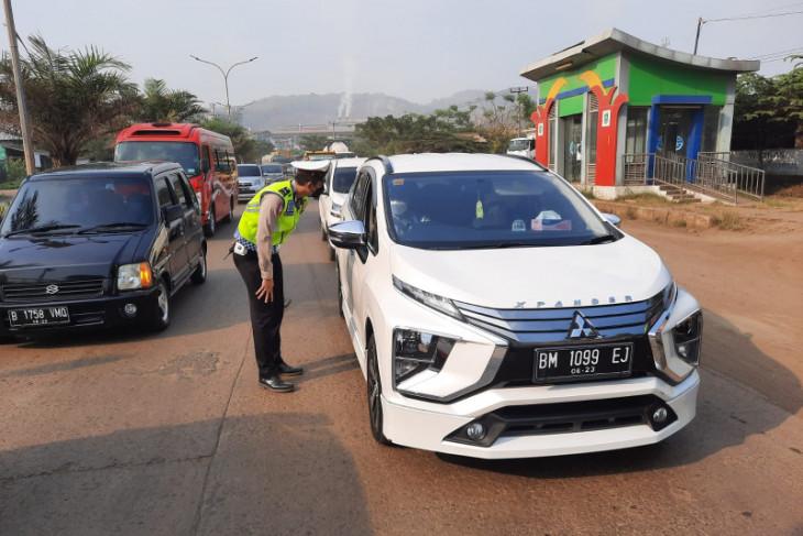 Antisipasi membludaknya wisatawan, Polda Banten sekat kendaraan menuju Pantai Anyer