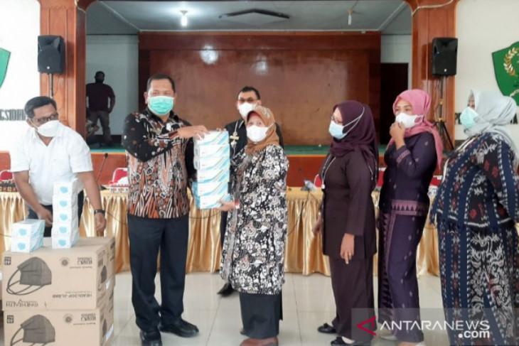 Jelang PTM di Padangsidimpuan, Wali kota  bagikan masker untuk pelajar