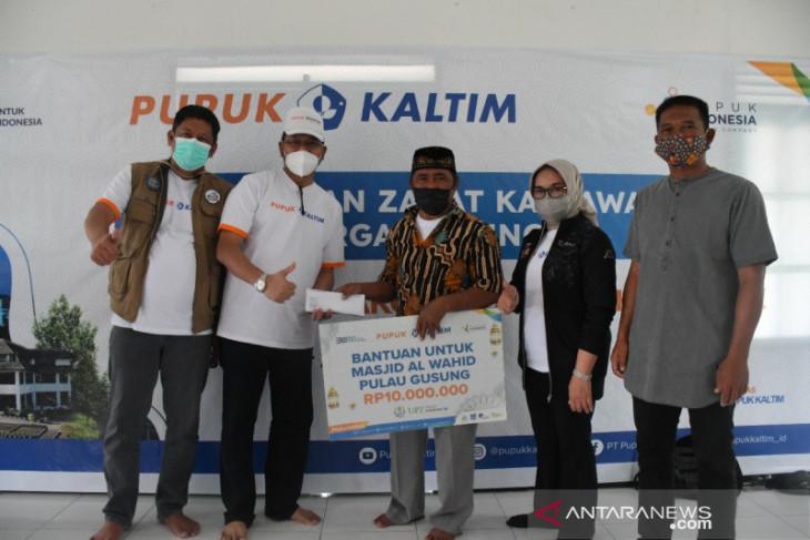 UPZ Pupuk Kaltim Salurkan Paket Sembako dan Bantuan Kesehatan