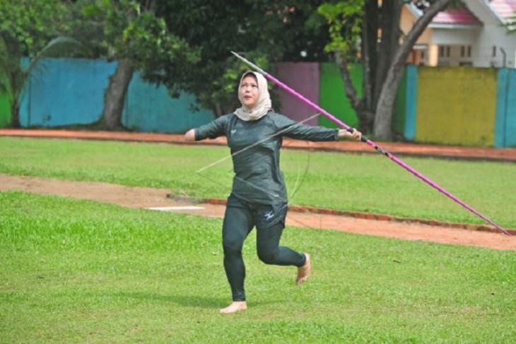 Latihan atlet atletik Perpanas Jambi