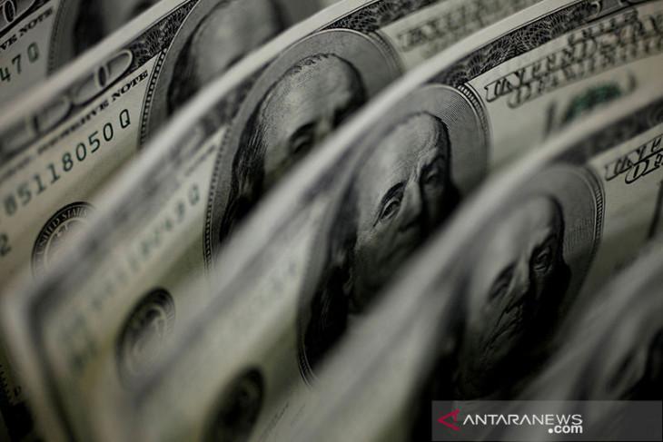 Dolar Jumat pagi bertahan dekat level tertinggi tiga minggu di perdagangan Asia