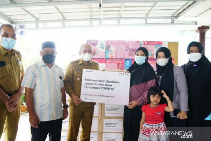 Wali Kota Pangkalpinang serahkan bantuan untuk masyarakat terdampak COVID-19 ke Yayasan Bunda Salamah
